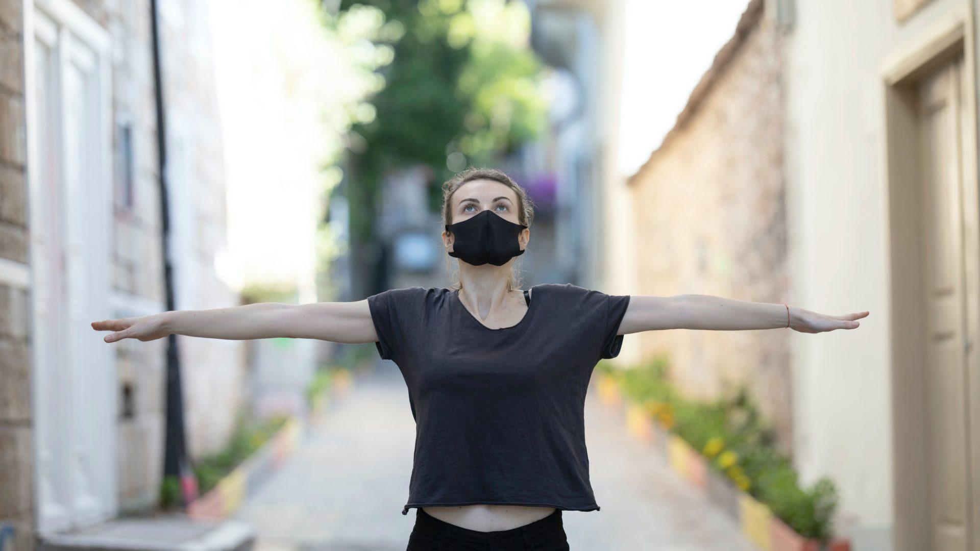 """Die Maske als """"Instrument der Freiheit"""""""